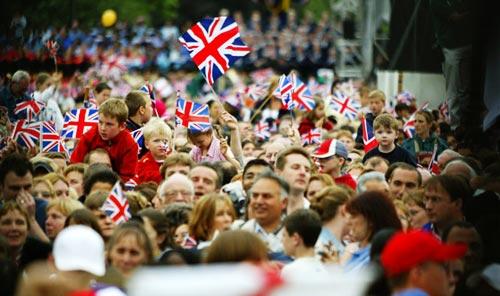 t1larg.crowds
