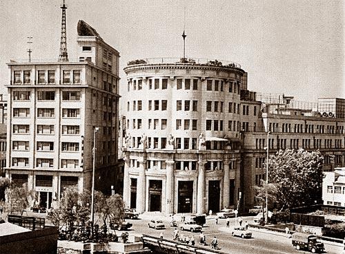 Токийская фондовая биржа (фото середины XX в.)